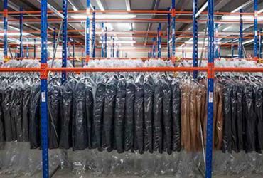 Regale für Kleiderstangen